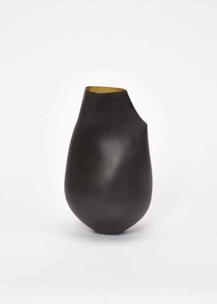 Camber-Esker Vessel, Sara Flynn, 2015. Crafts Council Collection: 2019.18. Photo: Stokes Photo Ltd.