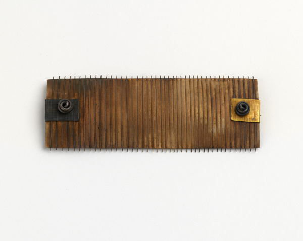 Rectangular Ridged Brooch, Cynthia Cousens, 1988, Crafts Council Collection: J195. Photo: Todd-White Art Photography.