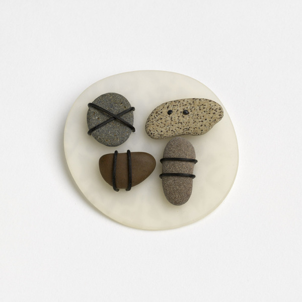 Pebble Brooch, Louise Slater, 1992, Crafts Council Collection: J212. Photo: Todd-White Art Photography.