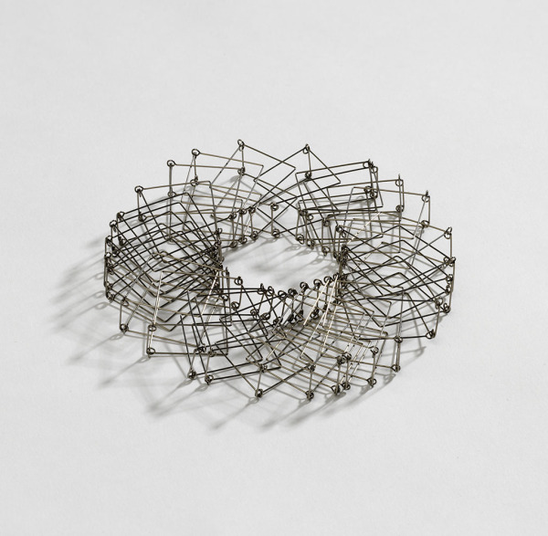 Collapsable Necklace, Esther Ward, 1991, Crafts Council Collection: J207. Photo: Todd-White Art Photography.