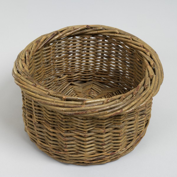 Round Fruit Basket, David Drew, 1979, Crafts Council Collection: W27. Photo: Todd-White Art Photography.