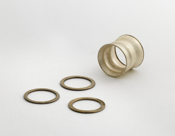 Wobble Ring, Cynthia Cousens, 1992, Crafts Council Collection: J228. Photo: Todd-White Art Photography.