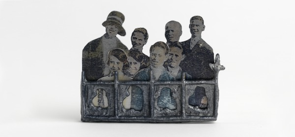 Brooch, Gordon Stewart, 1989, Crafts Council Collection: J197. Photo: Todd-White Art Photography.